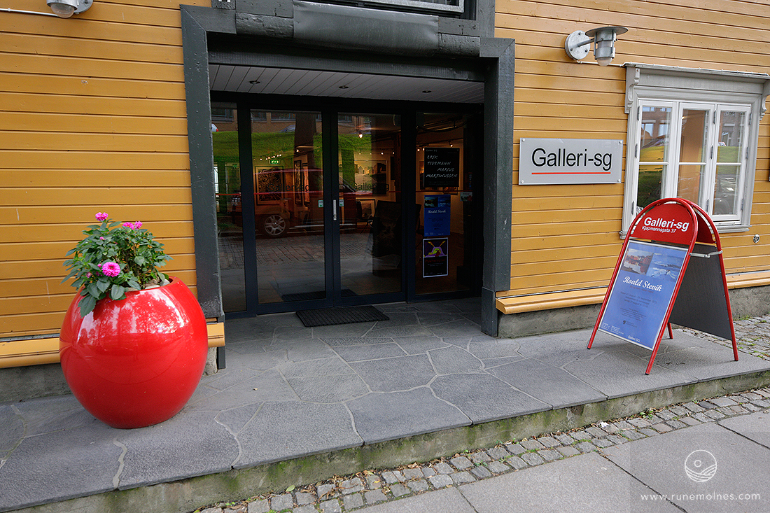 The gallery entrance, in the centre of Trondheim, Norway - Kjøpmannsgt. 37